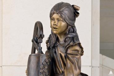 hellen keller statue